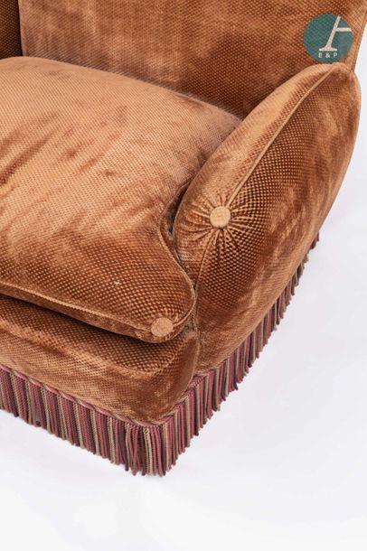 En provenance de l'ancien siège de la banque LAZARD Brown velvet lounge furniture...