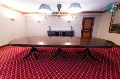 En provenance de l'ancien siège de la banque LAZARD Grande table de salle-à-manger...