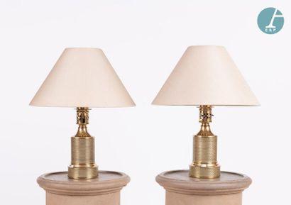Paire de lampes en métal doré. Travail Moderne....