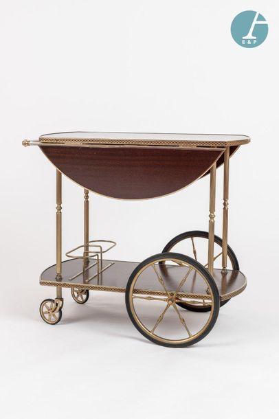 En provenance de l'ancien siège de la banque LAZARD Desserte en métal doré et bois...