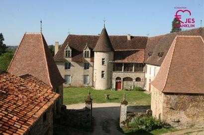 Visite en famille du domaine au Château de Losmonerie à Aixe sur Vienne (Haute Vienne) et dégustation de framboises.