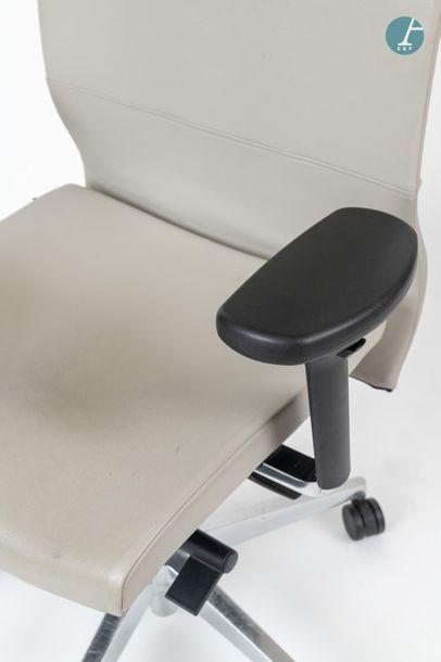 En provenance du siège d'un groupe industriel international Fauteuil de bureau ergonomique...