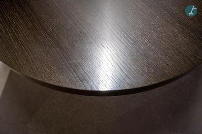 En provenance du siège d'un groupe industriel international Table circulaire en bois...