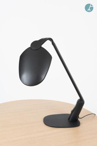 En provenance du siège d'un groupe industriel international Lot de deux lampes d'architecte...