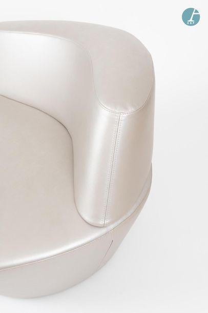 En provenance du siège d'un groupe industriel international Lot de 2 fauteuils Polar...