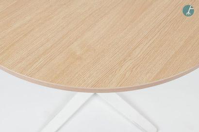 En provenance du siège d'un groupe industriel international Lot de deux tables DYNAMOBELcirculaires...