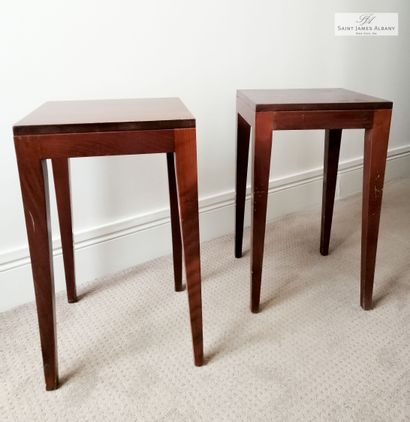 Paire de tables de chevet en bois naturel....