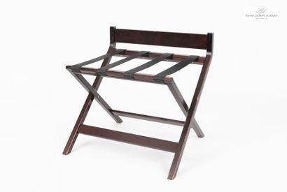 Un pliant porte-valise en bois naturel et...