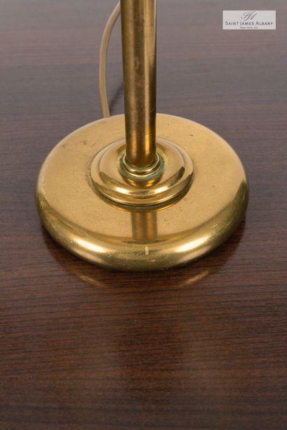 En provenance de l'Hôtel Saint James Albany Paire de lampes en métal doré, hauteur...