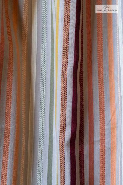 En provenance de l'Hôtel Saint James Albany Six paire de rideaux en coton rayures...