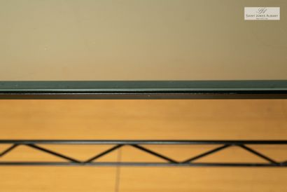 En provenance de l'Hôtel Saint James Albany Table basse, 90 x 90cm Lot à retirer...