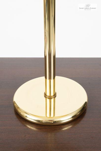 En provenance de l'Hôtel Saint James Albany Lampe en métal doré, hauteur totale :...