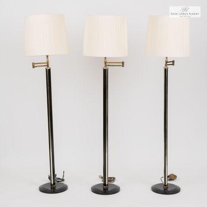 En provenance de l'Hôtel Saint James Albany Trois lampadaires de lecture, pied métal...