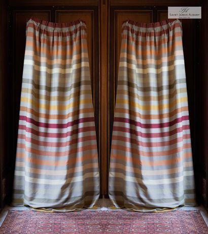 En provenance de l'Hôtel Saint James Albany Six paires de rideaux en coton rayures...