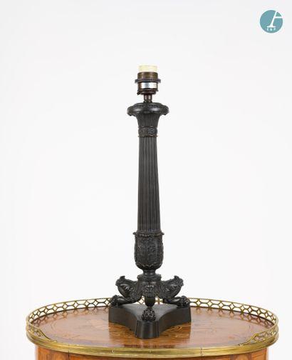 Pied de lampe en bronze à patine noire,...