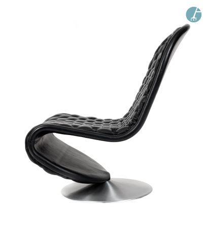 En provenance de l'ancien Hôtel W Paris-Opéra Werner Panton, paire de fauteuils piètement...