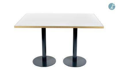 En provenance de l'ancien Hôtel W Paris-Opéra Lot de deux tables rectangulaires en...