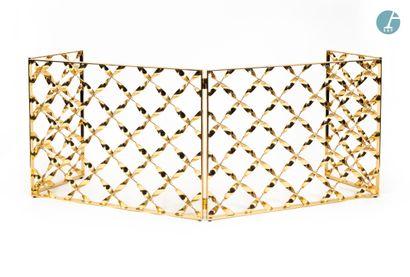 En provenance de l'ancien Hôtel W Paris-Opéra Grille pare-feu en bronze doré, à décor...