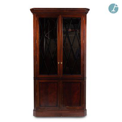 Importante armoire en acajou et bois de placage,...