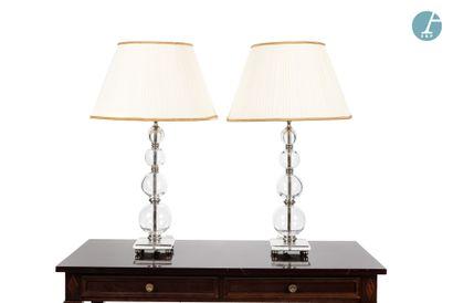 Paire de lampes, piètement en verre et métal....