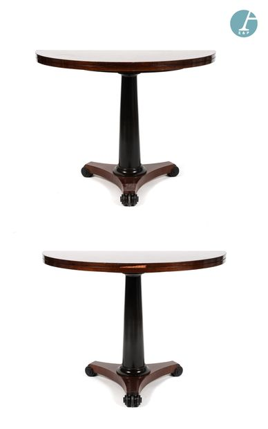 Paire de tables demi-lune en bois naturel...