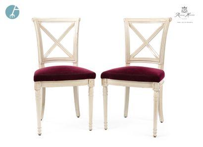 Paire de chaises en bois laqué blanc, assise...
