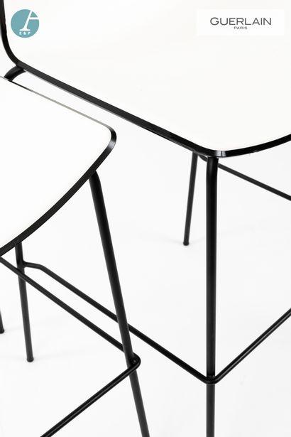 PEDRALI, modèle tweet, 6 chaises de bar en plastique blanc, liseré noir, piètement...