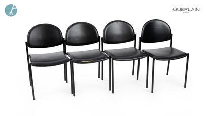 Lot de quatre chaises à piètement métallique...