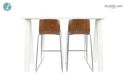 Lot comprenant une table haute en métal laqué...