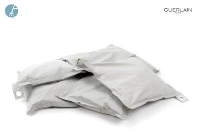 Lot de six coussins gris carrés  L : 70cm...