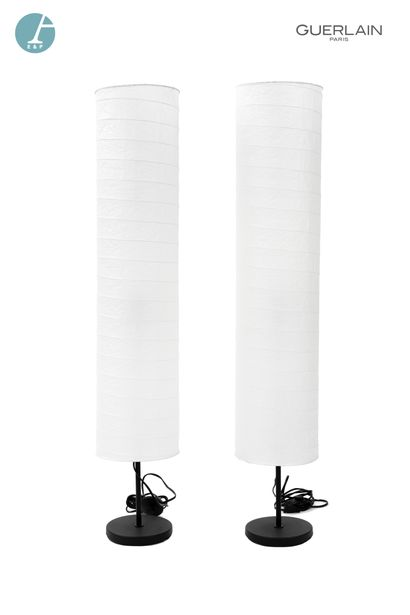 Deux lampadaires, abat-jour papier.  Marque...