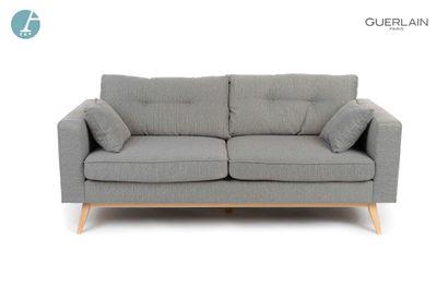 Un canapé deux places en tissu gris chiné,...