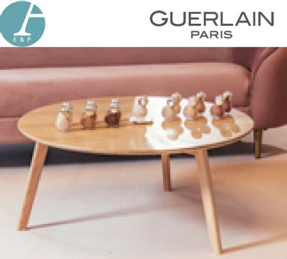 MILIBOO, Une table basse circulaire en bois...