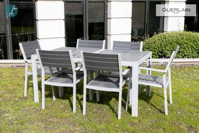 Une table et 6 fauteuils, en aluminium....