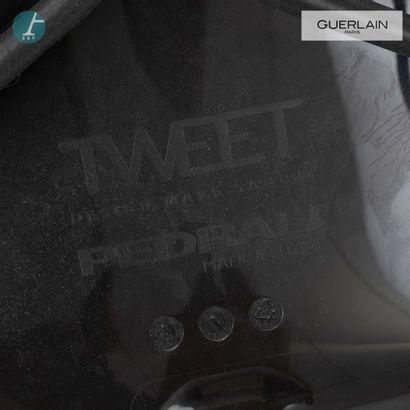 PEDRALI, modèle tweet, 3 chaises en plastique noir, liseré noir, piètement métal...