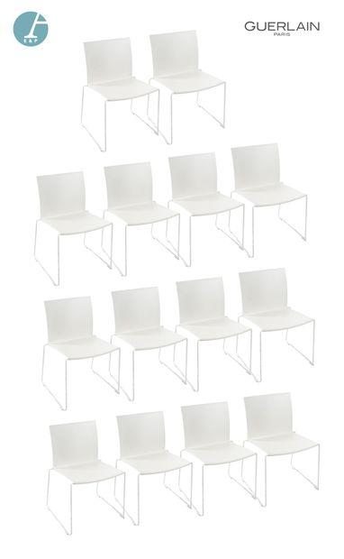 14 chaises à piètement métallique blanc et...