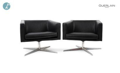 VERZELLONI, deux fauteuils bas pivotants,...