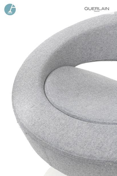 SOFTLINE made in Denmark, 2 fauteuils bas pivotants ronds, garniture en feutre gris...