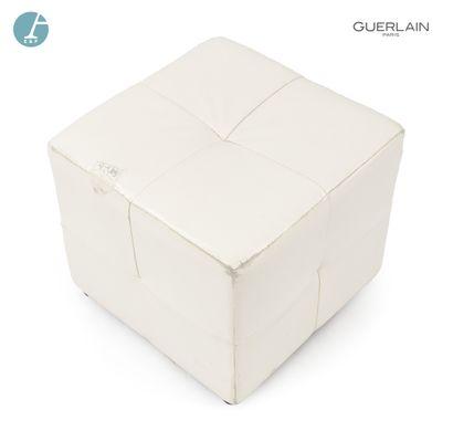 Pouf carré en similicuir blanc.  H : 36cm...