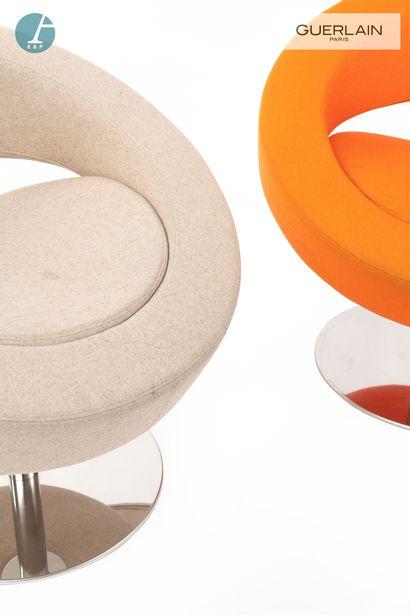 SOFTLINE made in Denmark, 2 fauteuils bas pivotants ronds, garniture en feutre beige...