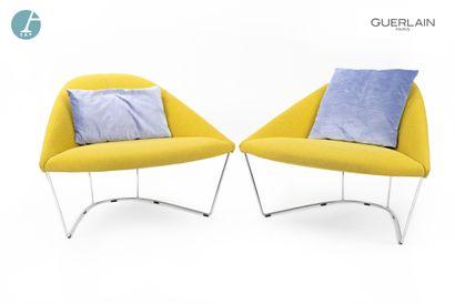 ARPER, 2 fauteuils à piètement métallique,...