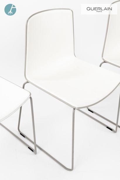 PEDRALI, modèle tweet, 6 chaises en plastique blanc, liseré gris perle, piètement...