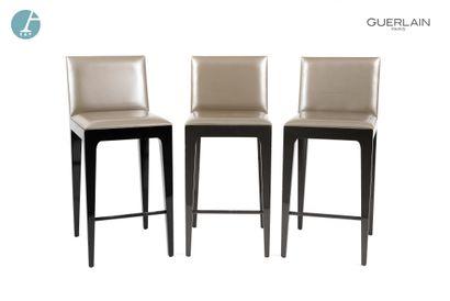 Trois chaises hautes, piétement bois naturel,...