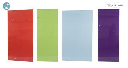Lot de quatre panneaux, revêtements brillants et aimantés, tailles et couleurs différentes....