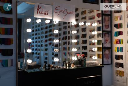 Grand miroir de maquillage .    190 x 160cm