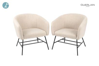 Paire de fauteuils à piètement métal laqué...