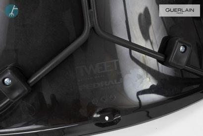 PEDRALI, modèle tweet, 5 chaises en plastique blanc, liseré noir, piètement métal...