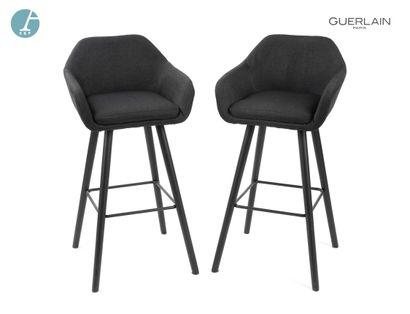 Deux chaises hautes, piètement bois, garniture...