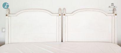 Paire de têtes de lit en bois laqué blanc,...