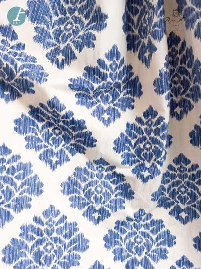 Paire de rideaux à motif de fleurs bleues...
